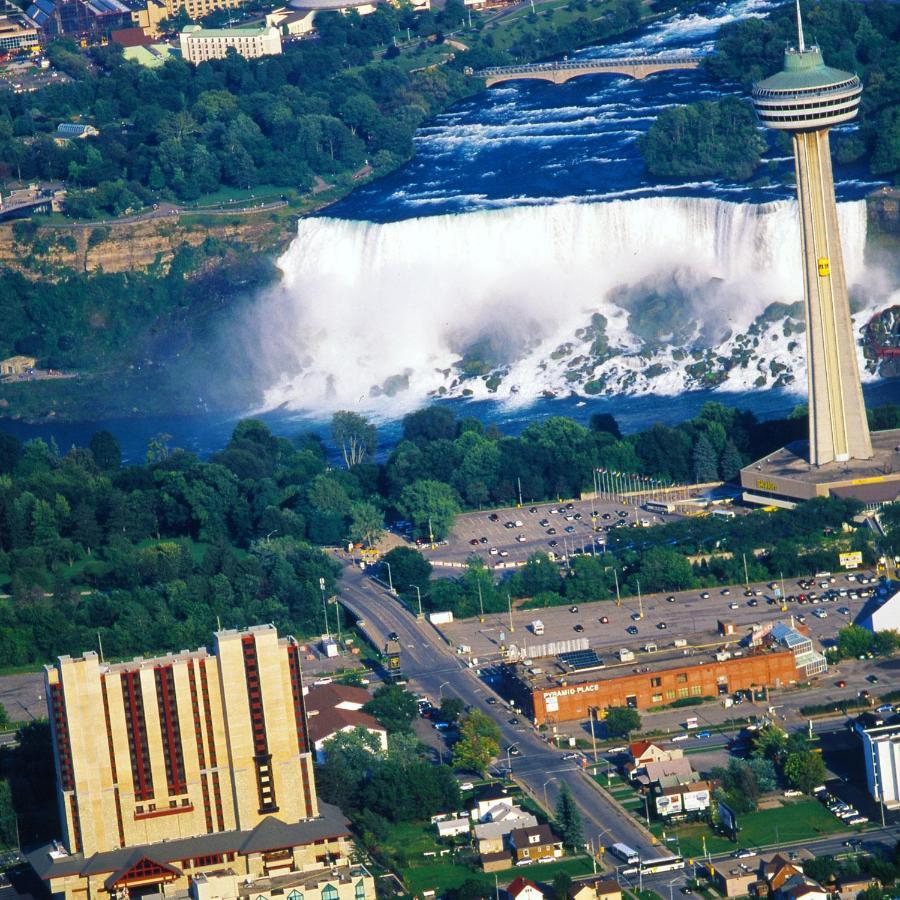 Курортный отель  DoubleTree Fallsview Resort & Spa By Hilton - Niagara Falls