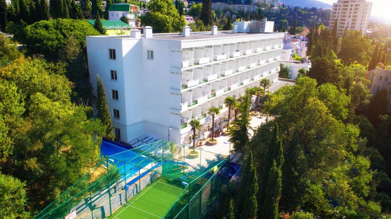 Отель  Туристический Комплекс Ялта Круглый Год
