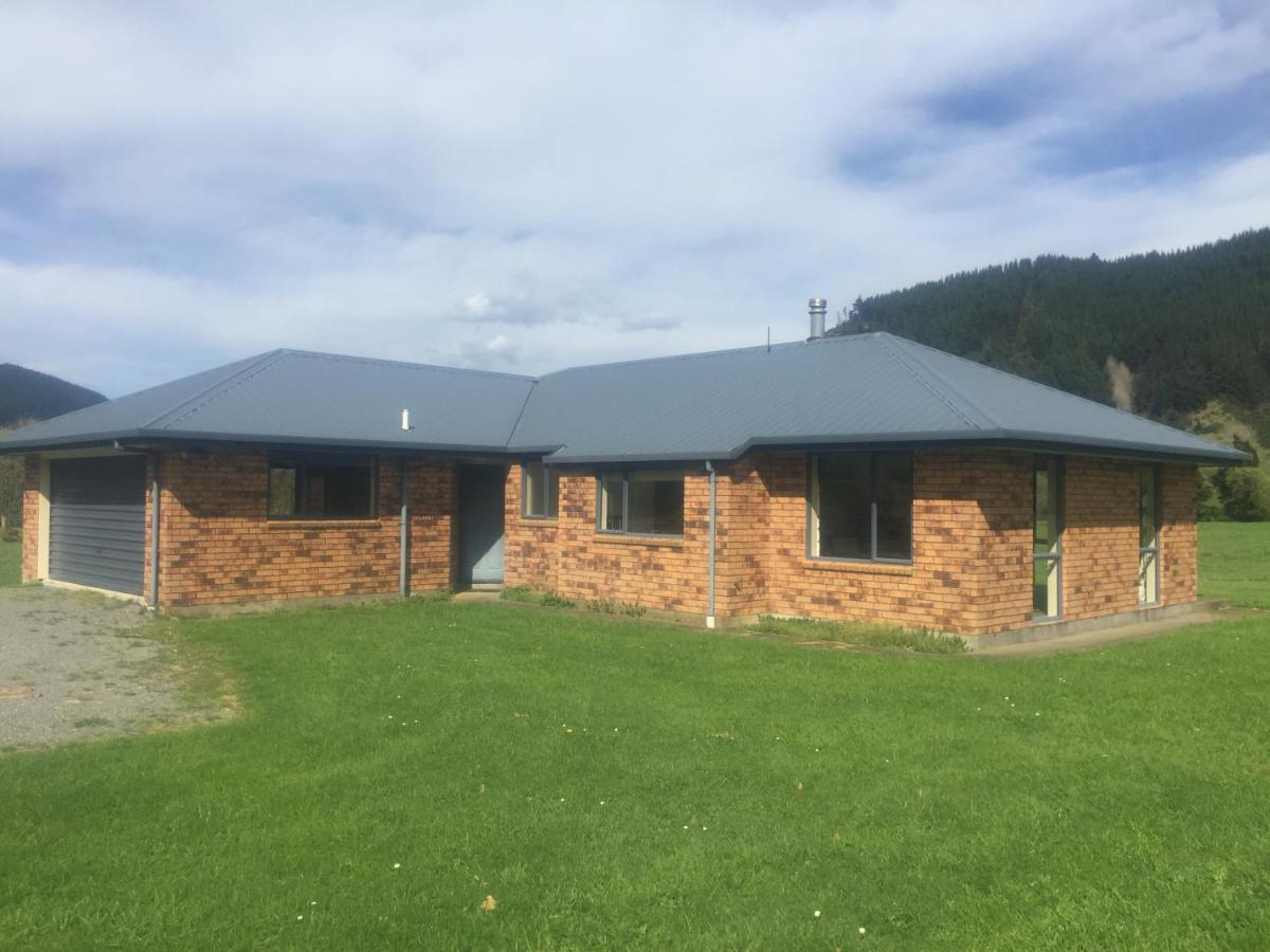 Bed And Breakfast Udderly Relaxing B And B Rai Valley New Zealand Booking Com
