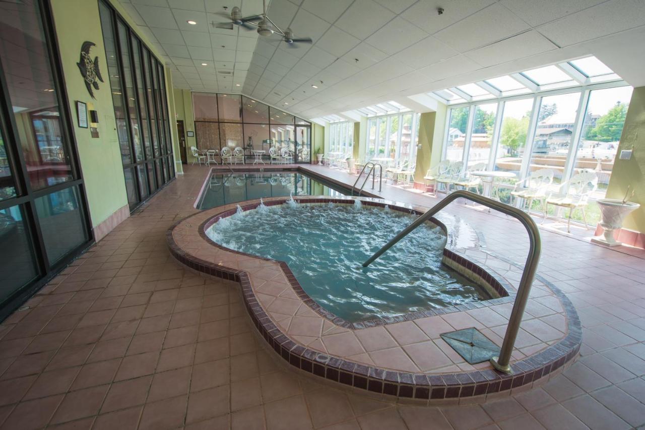 Курортный отель  Курортный отель  Riveredge Resort Hotel