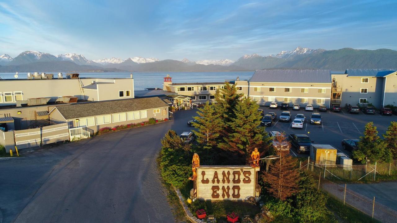 Курортный отель  Land's End Resort