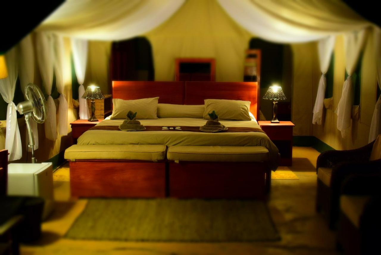 Фото  Люкс-шатер  Kubu Kweena Lodge