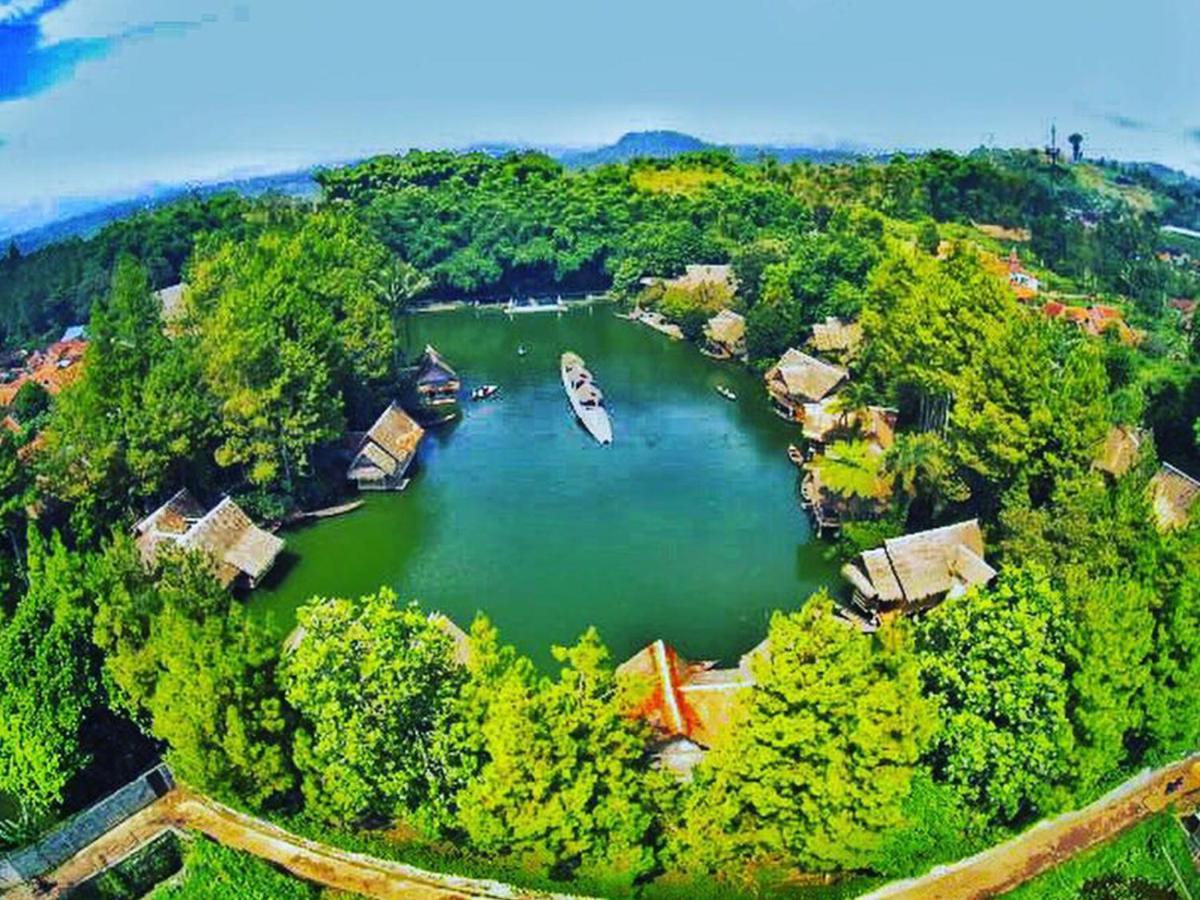 118485552 - 5 Tempat Wisata di Indonesia, Pas Untuk Liburan Bersama Pasangan