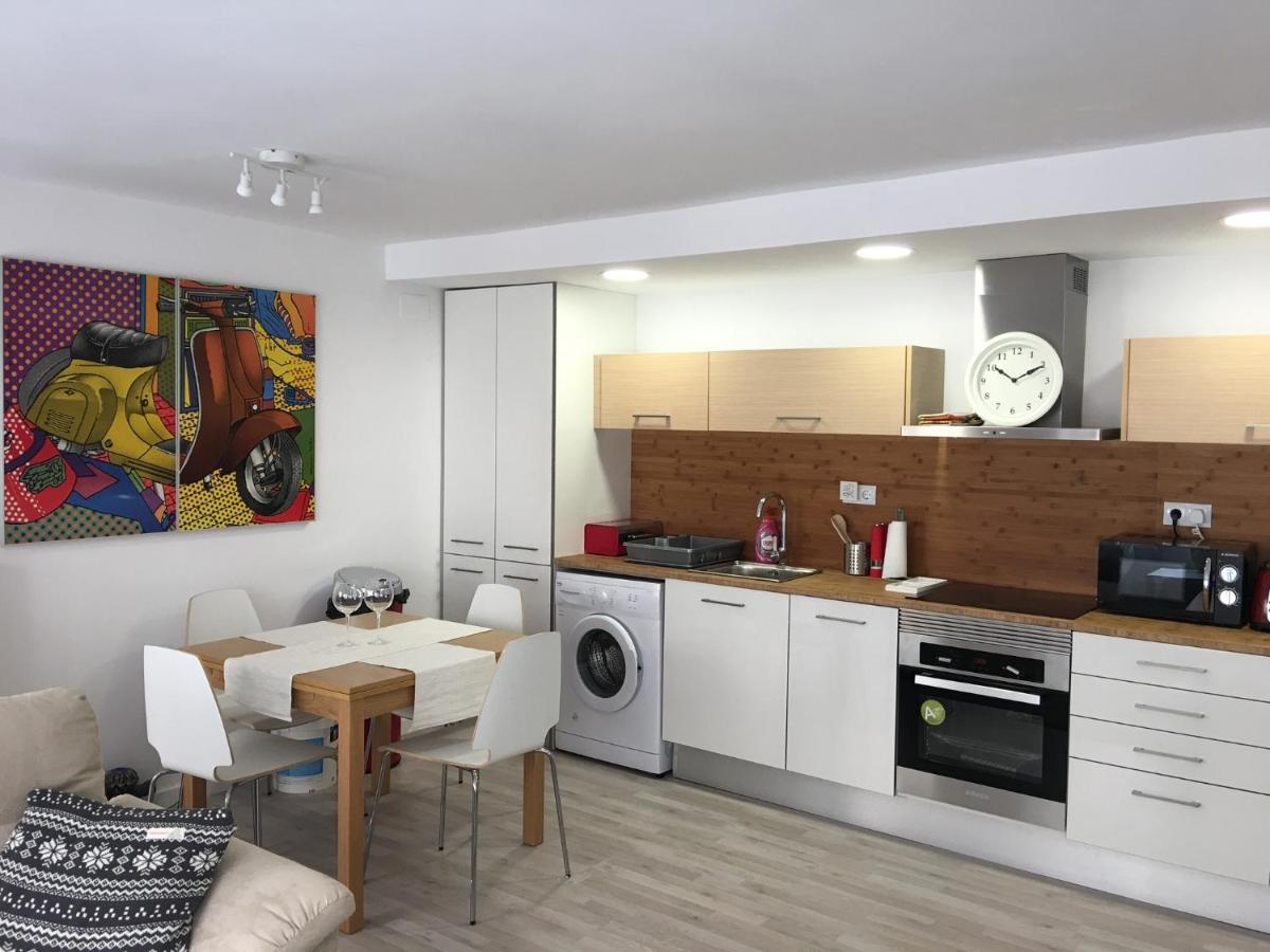 Modern 8-bedroom apartment, Valencia, Spain - Booking.com