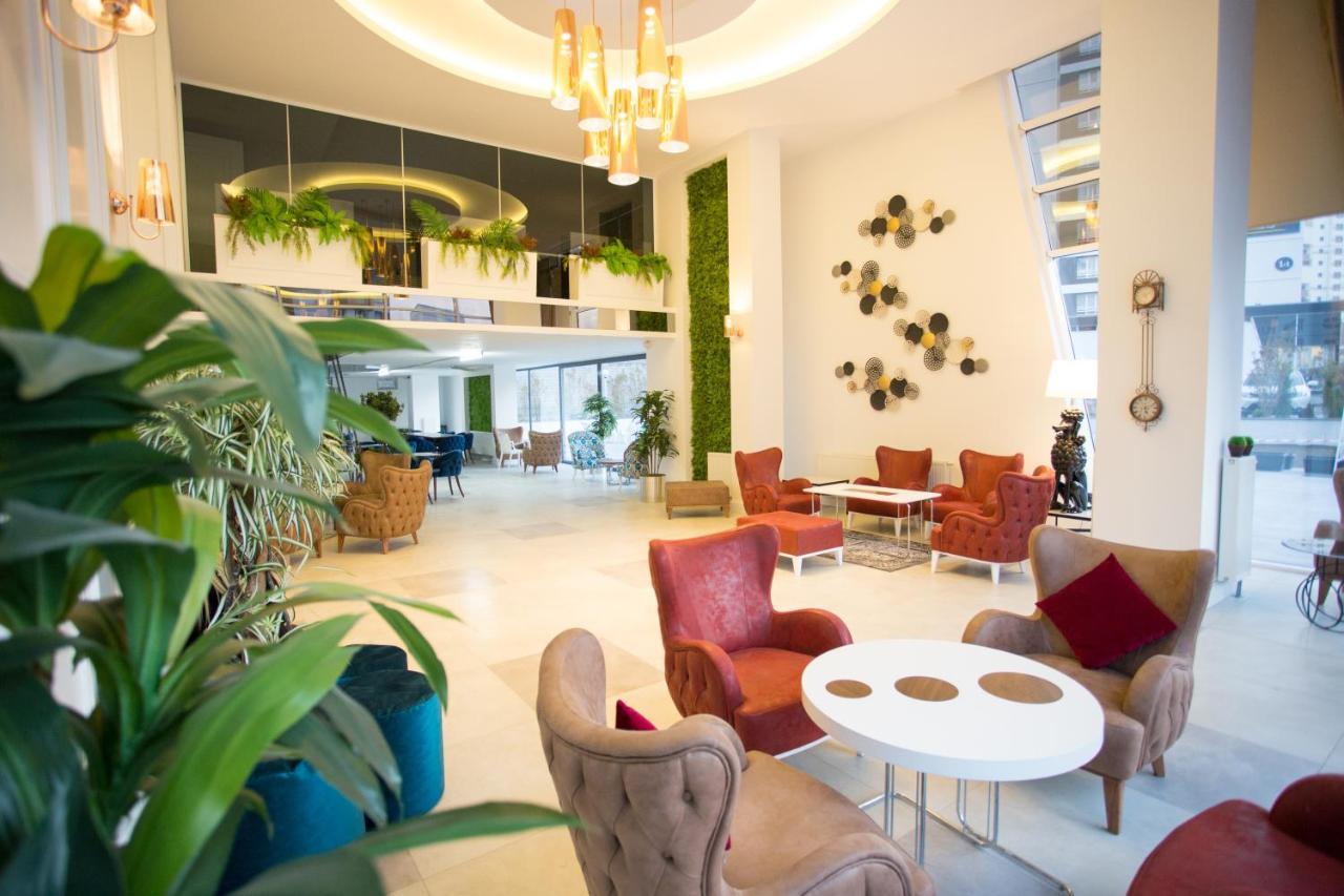 Отель Отель Aroyal Suites Hotel