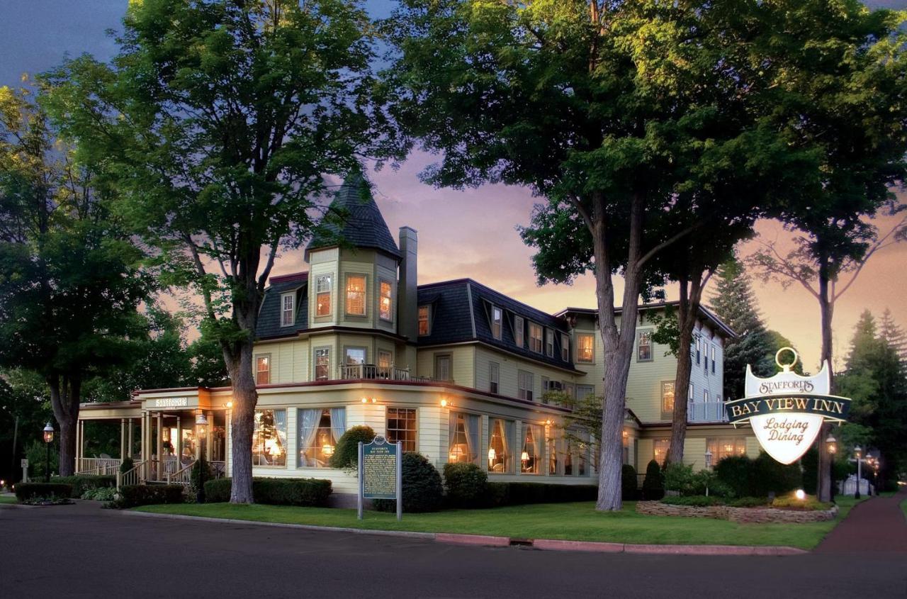 Отель  Stafford's Bay View Inn  - отзывы Booking
