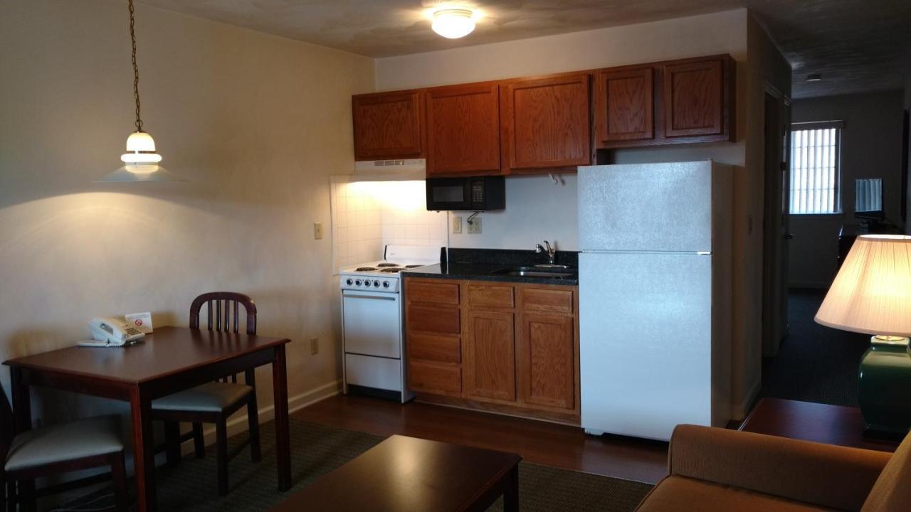 Отель  Отель  Affordable Suites Charlottesville