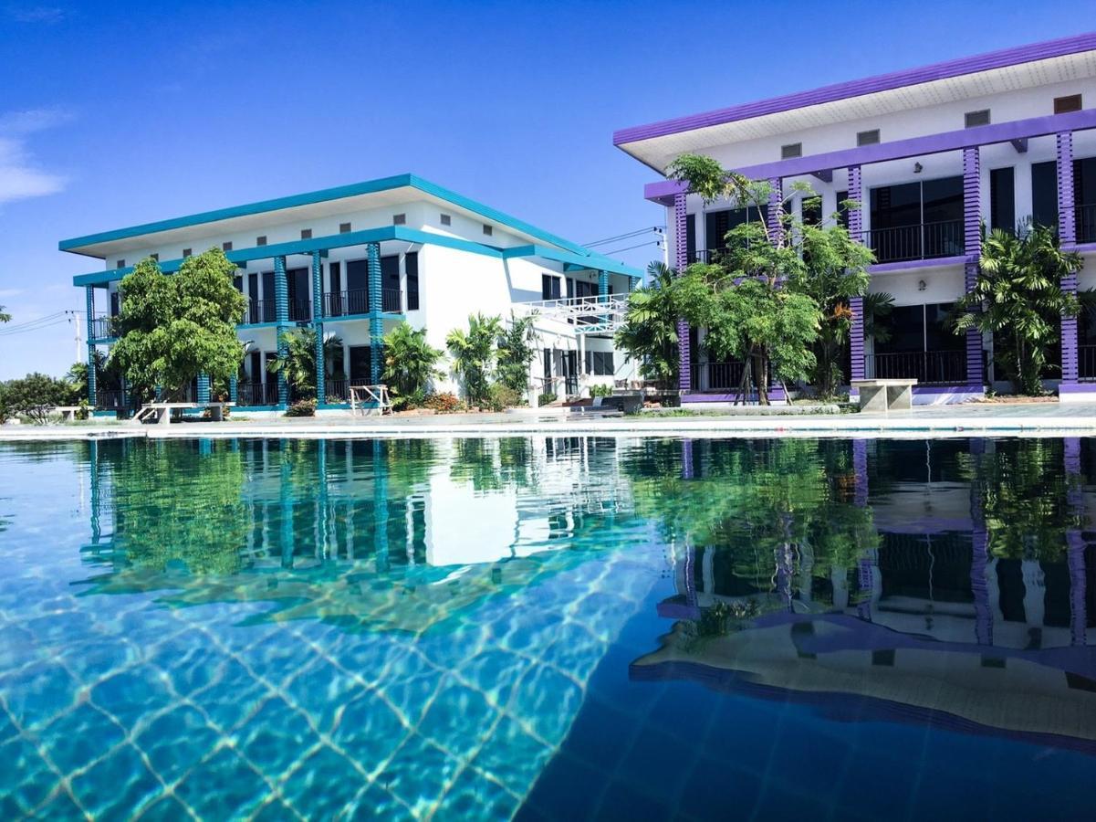 Курортный отель  Menam Resort
