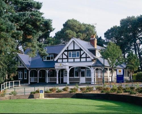 Отель  Отель  The Lodge At Meyrick Park