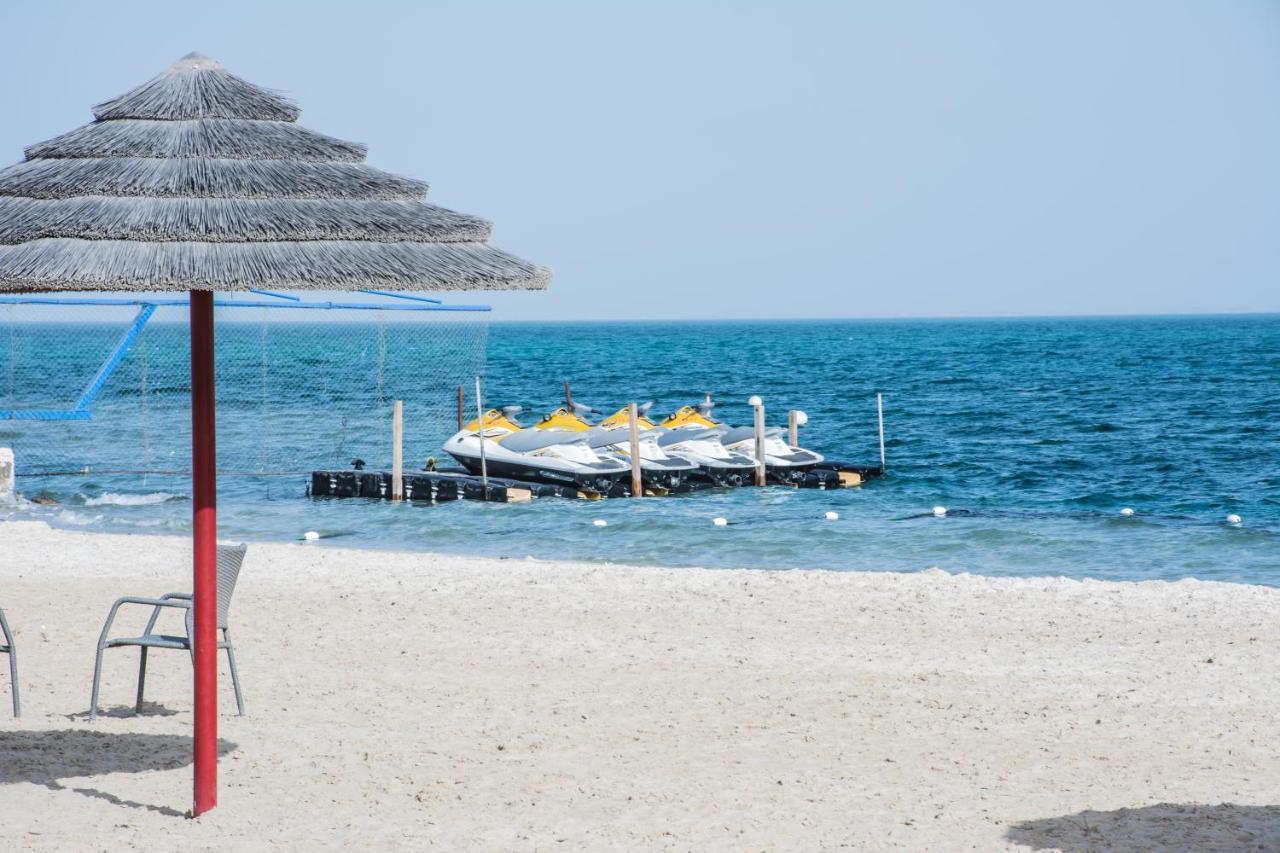 منتجع راديسون بلو شاطئ نصف القمر السعودية هالف موون باي Booking Com