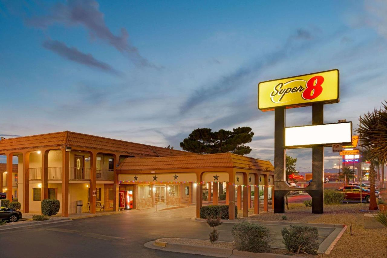 Отель  Отель  Super 8 By Wyndham El Paso Airport