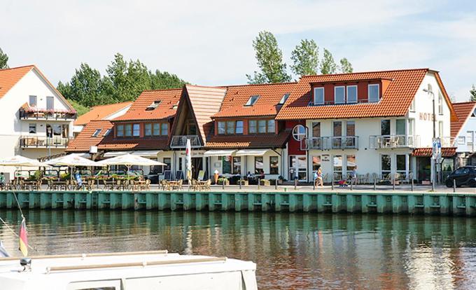 Отель  Hotel Zur Brücke