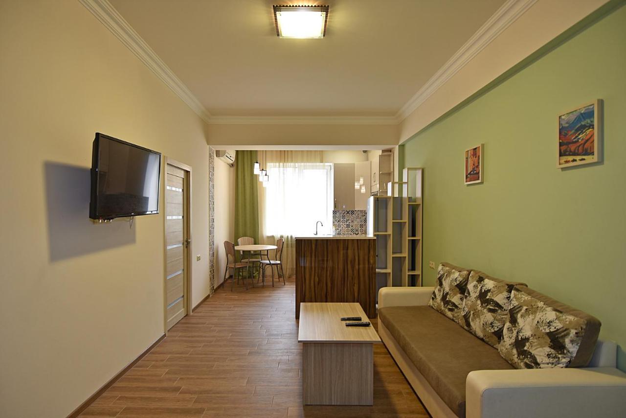 Апартаменты/квартира  Freedom Apartments On Chaykovski Street