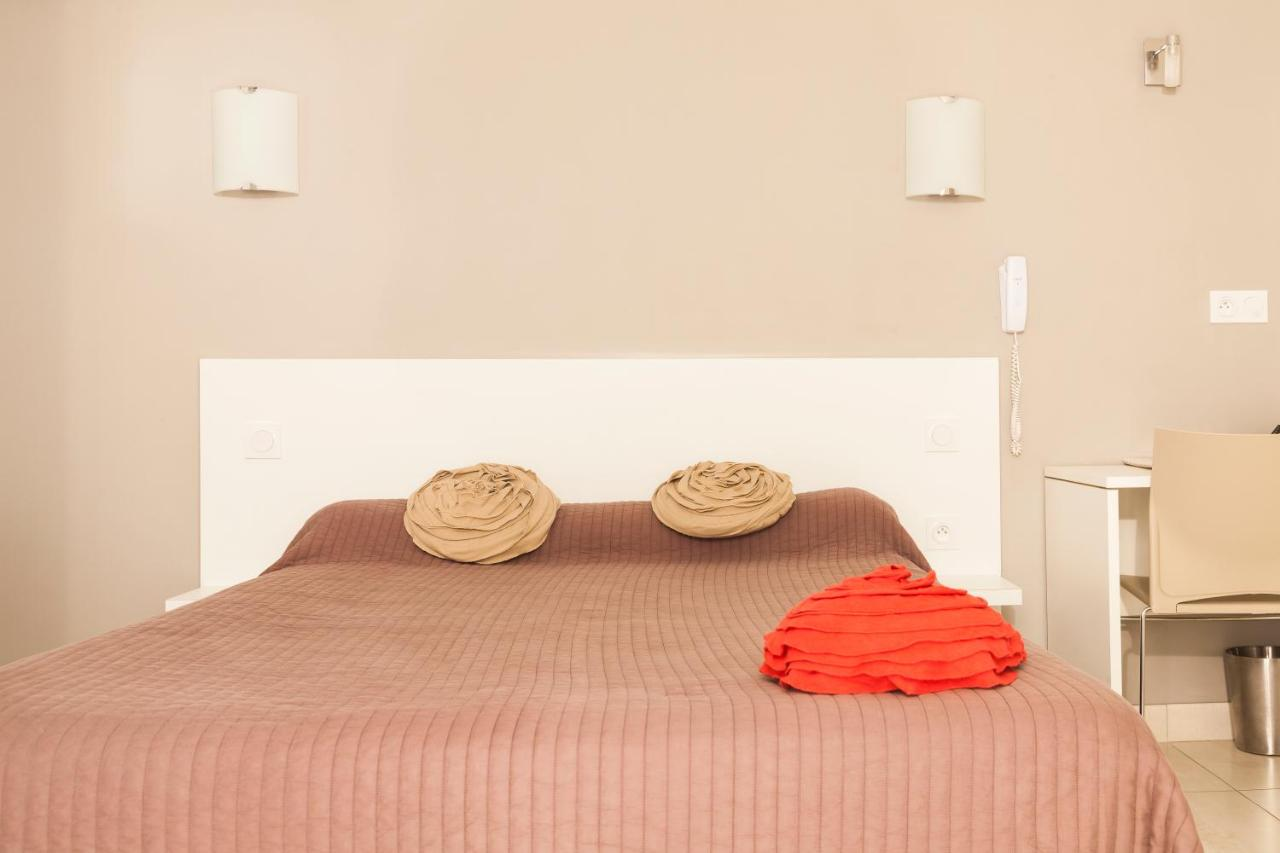Отель  Hotel Le Flamant Rose Logis - Camargue