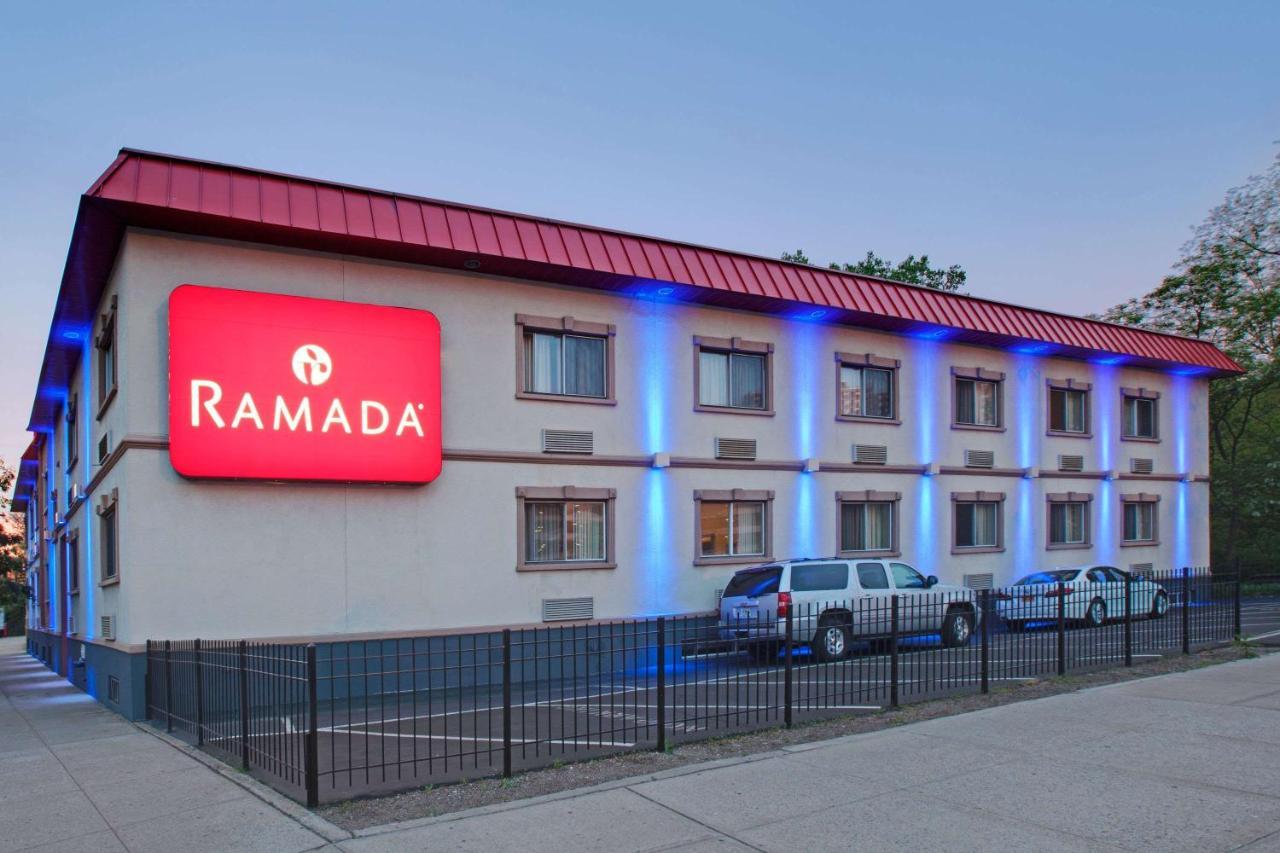 Отель  Ramada By Wyndham Bronx