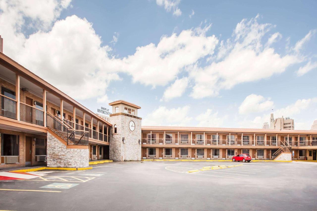 Мотель  Days Inn by Wyndham San Antonio Alamo/Riverwalk  - отзывы Booking