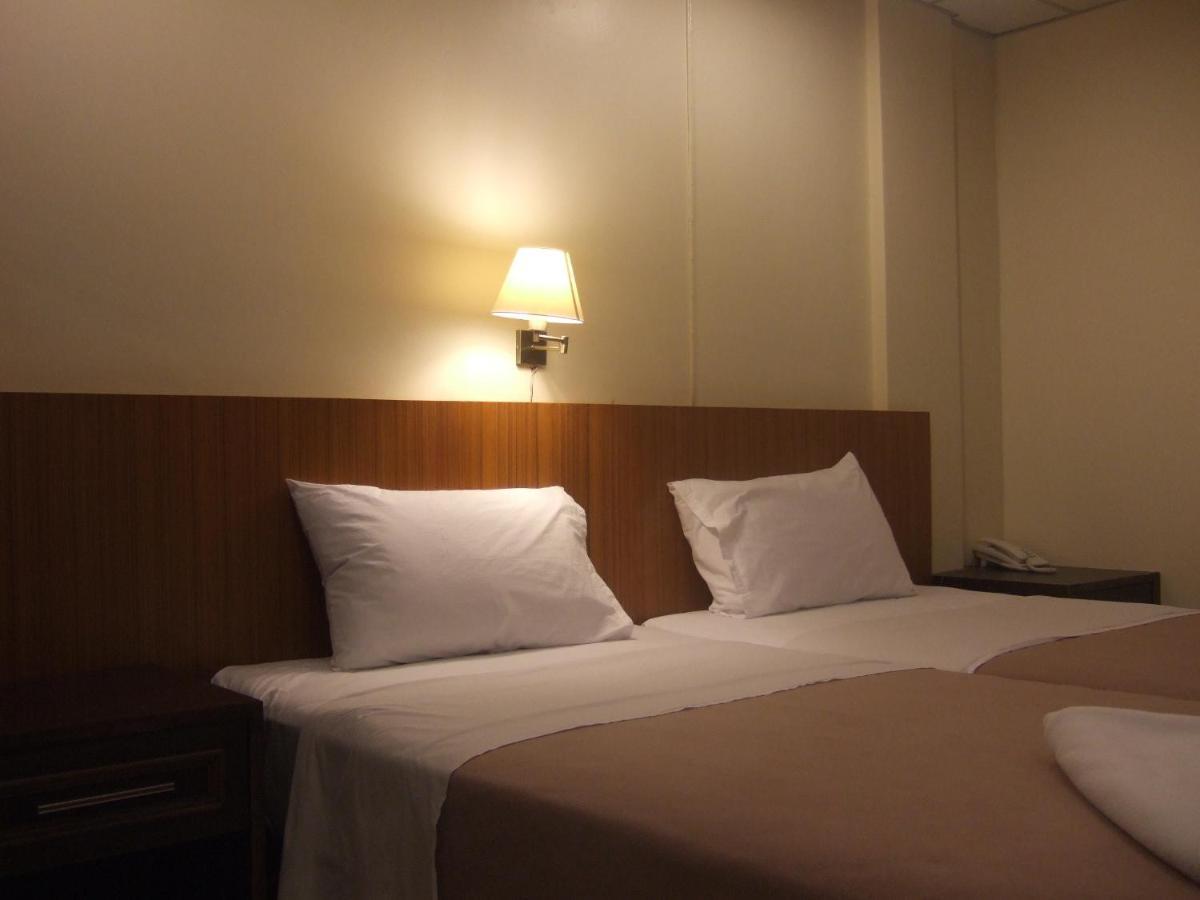 Отель  Lodge 61 Hotel  - отзывы Booking