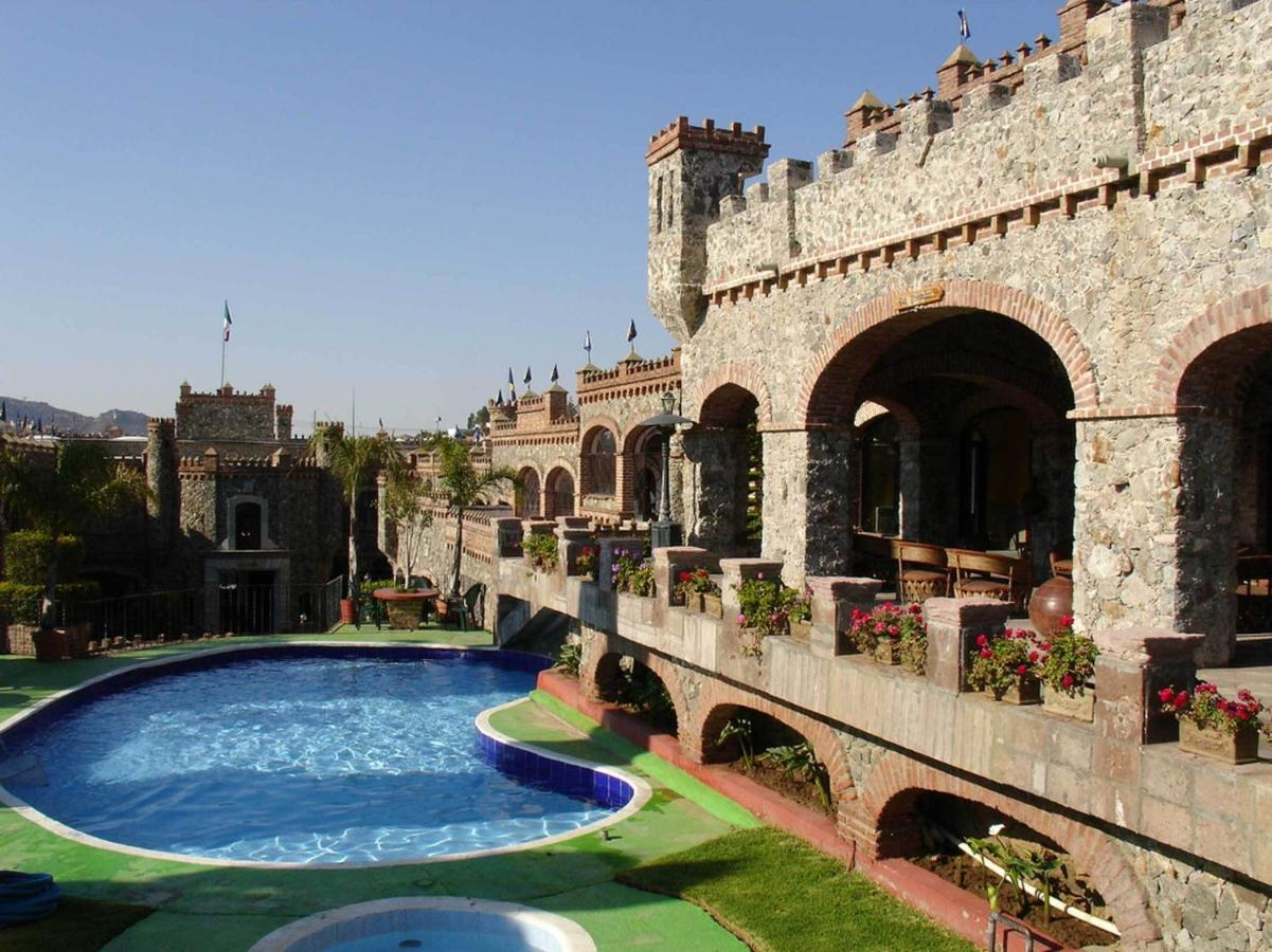 En San Javier Guana, Guanajuato, se encuentra el Castillo de Santa Cecilia.