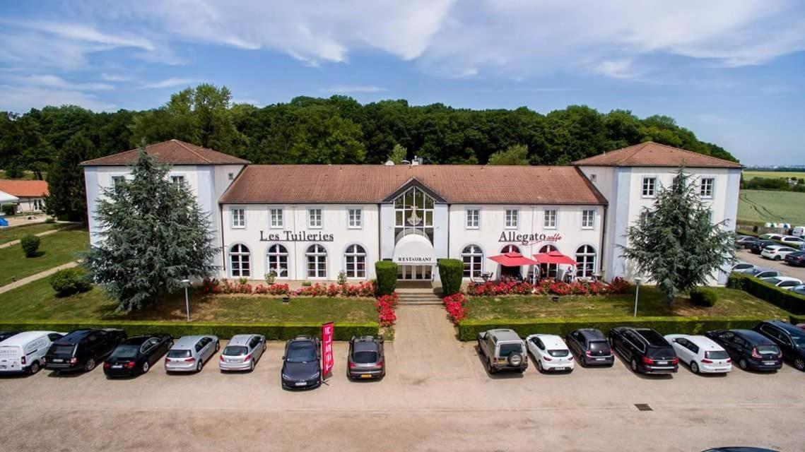 Отель  Logis Hôtel Les Tuileries  - отзывы Booking