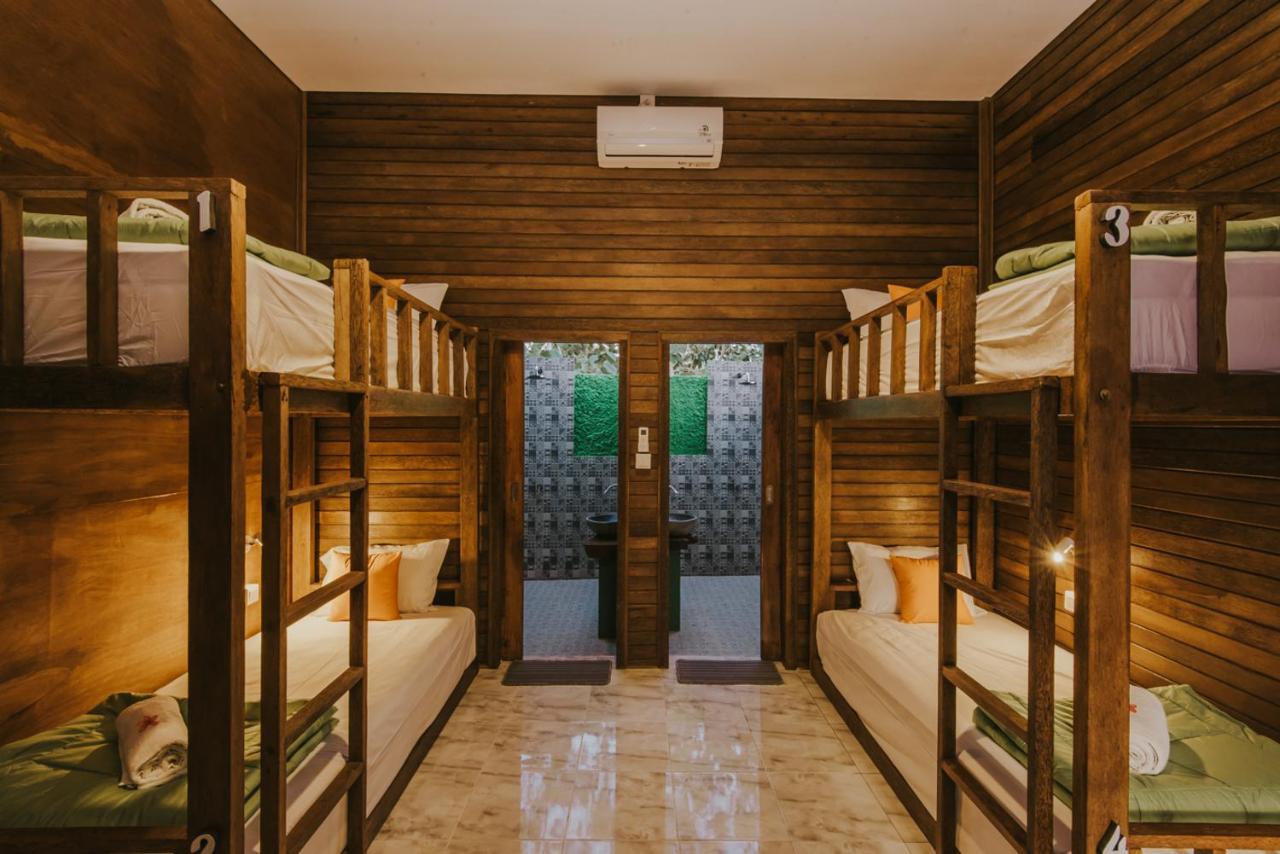 Хостел  Devadav Hostel (Bunk Bed) Nusa Lembongan  - отзывы Booking