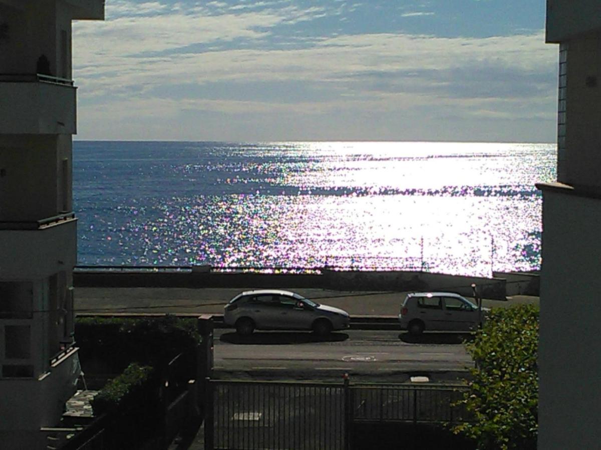 Апартаменты/квартира  Parco Adamantina di Fronte al Mare  - отзывы Booking