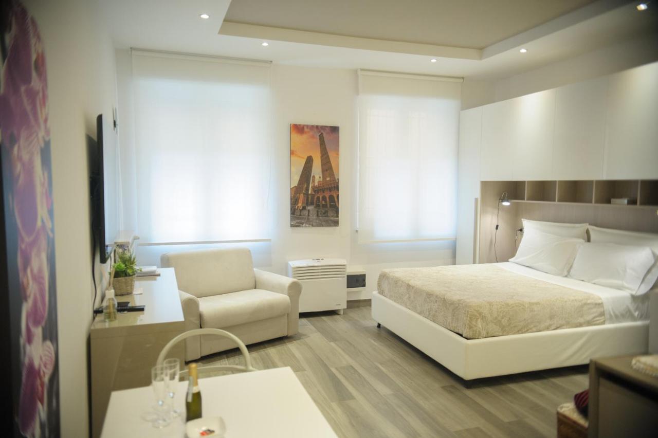 Апартаменты/квартира  ANDREA LUXURY APARTMENTS Strada Maggiore Studio 1  - отзывы Booking