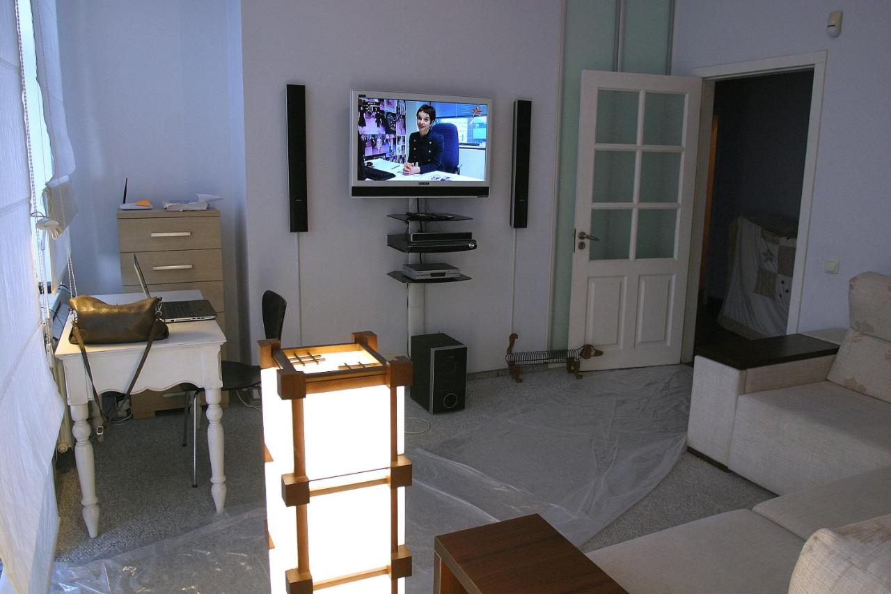 Проживание в семье  CENTER, MAIDAN 1 Separate Guest Room for 1 PERSON ONLY in a Big Apartment Shared with the Lessor  - отзывы Booking