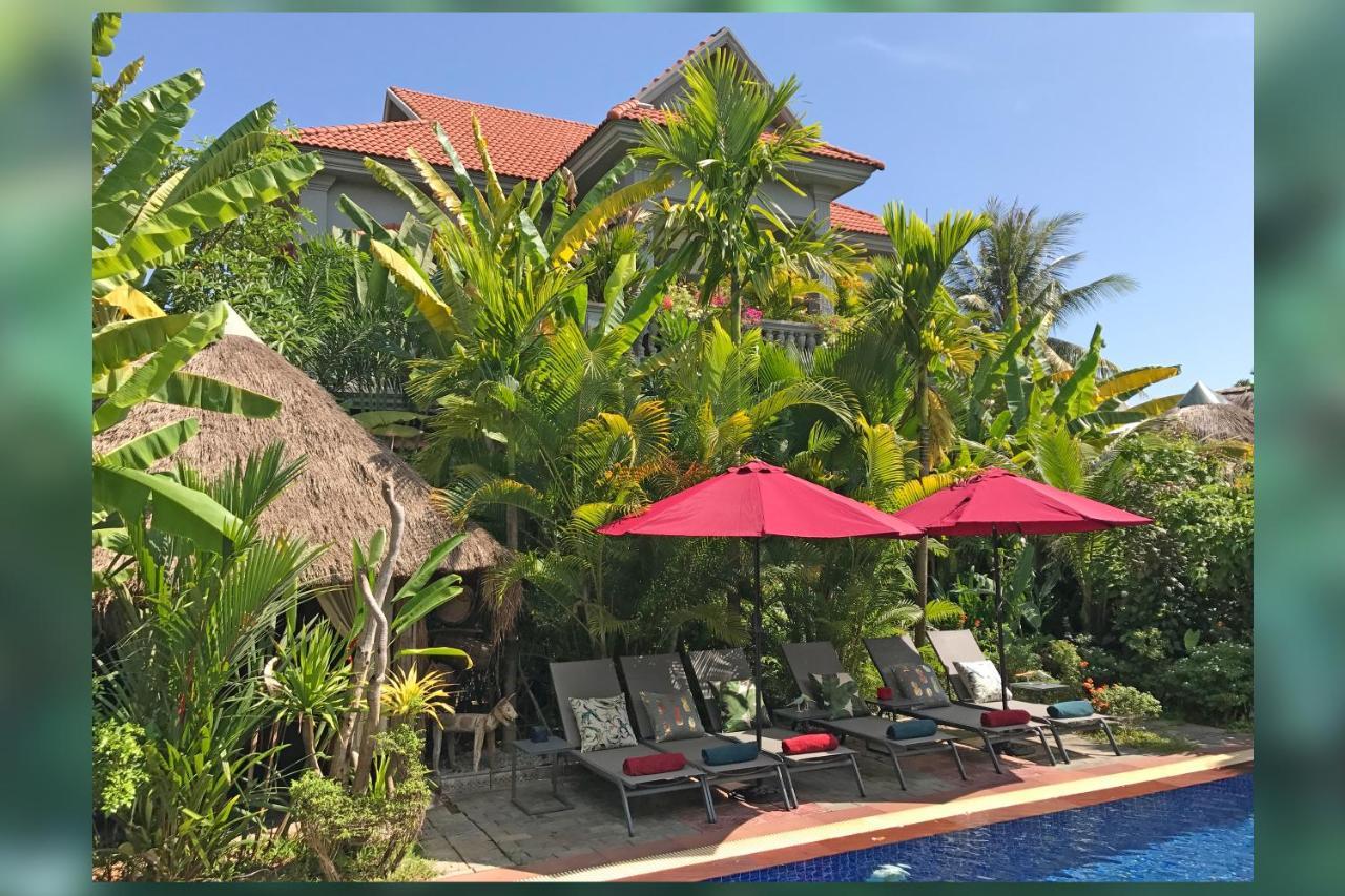 Отель  3 Monkeys Villa Residence