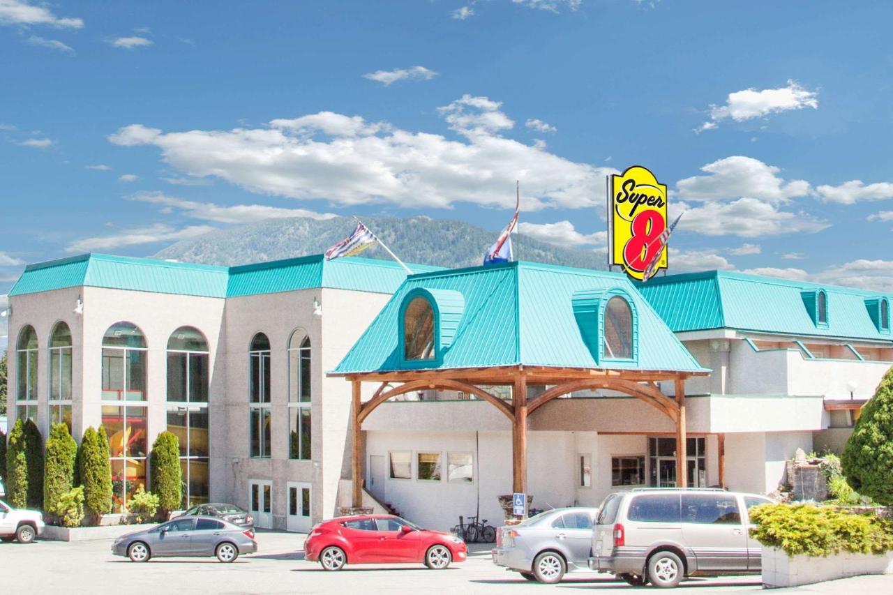 Фото Отель Super 8 by Wyndham Castlegar BC