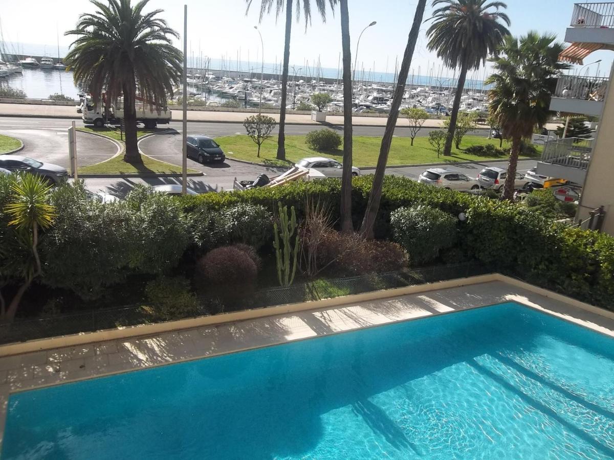 Апартаменты/квартира  Appartement Front de Mer avec Piscine  - отзывы Booking