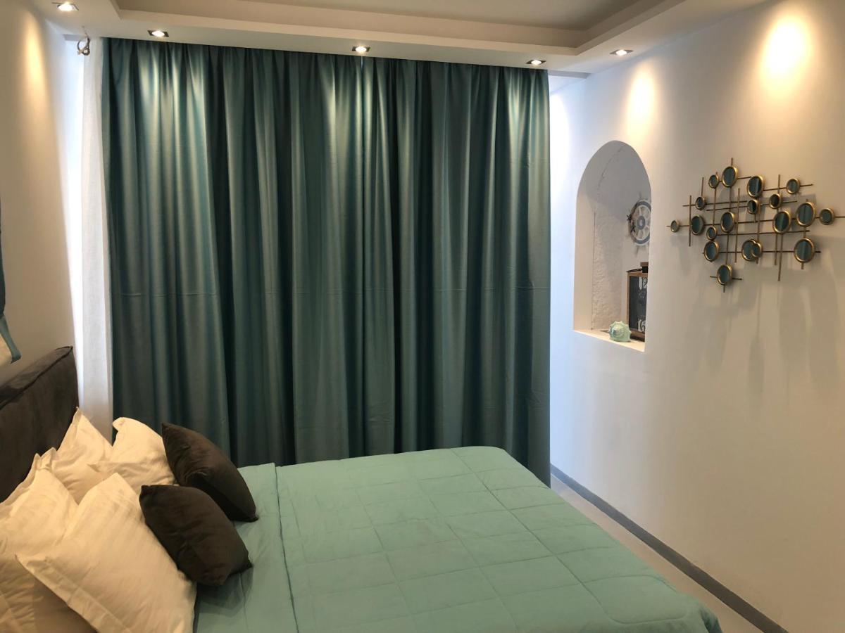 Отель  Room 11