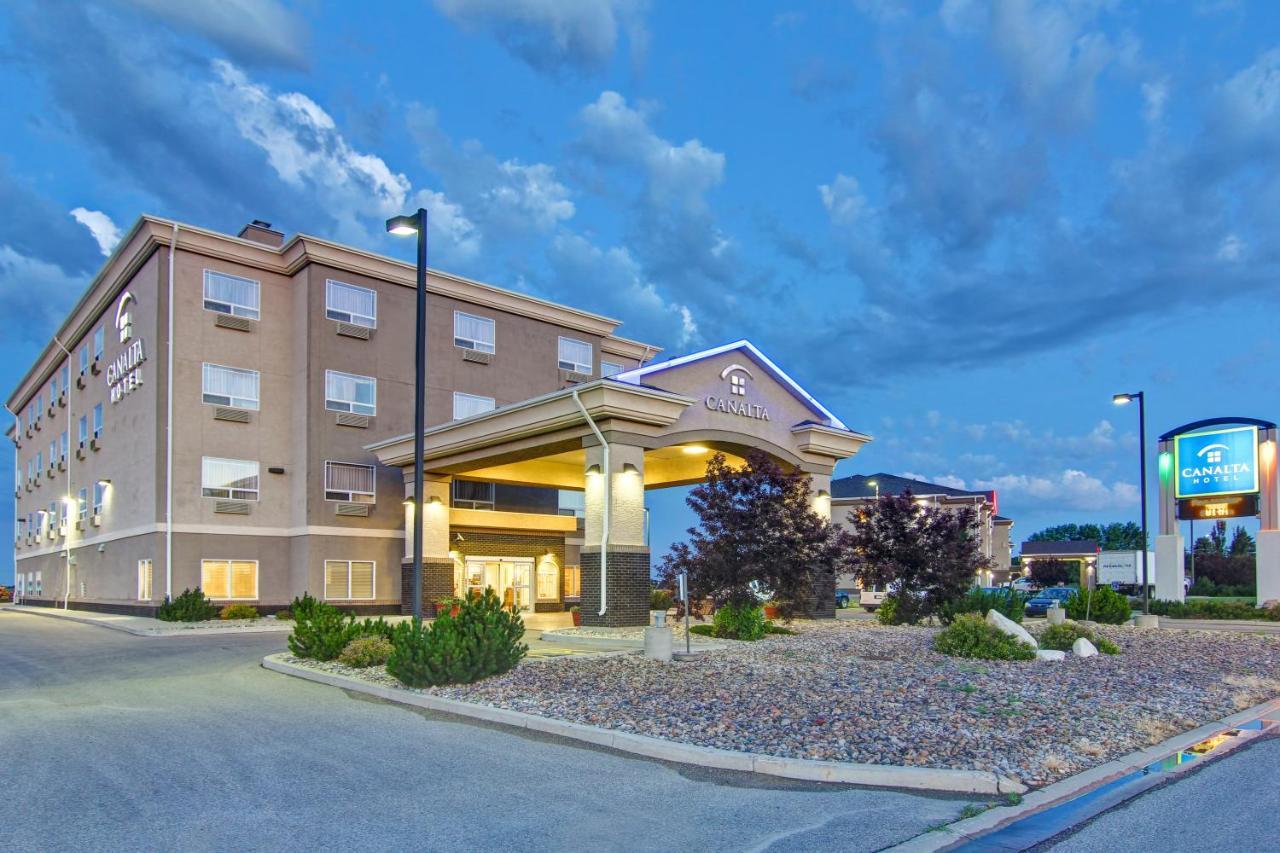 Отель  Canalta Hotel Weyburn