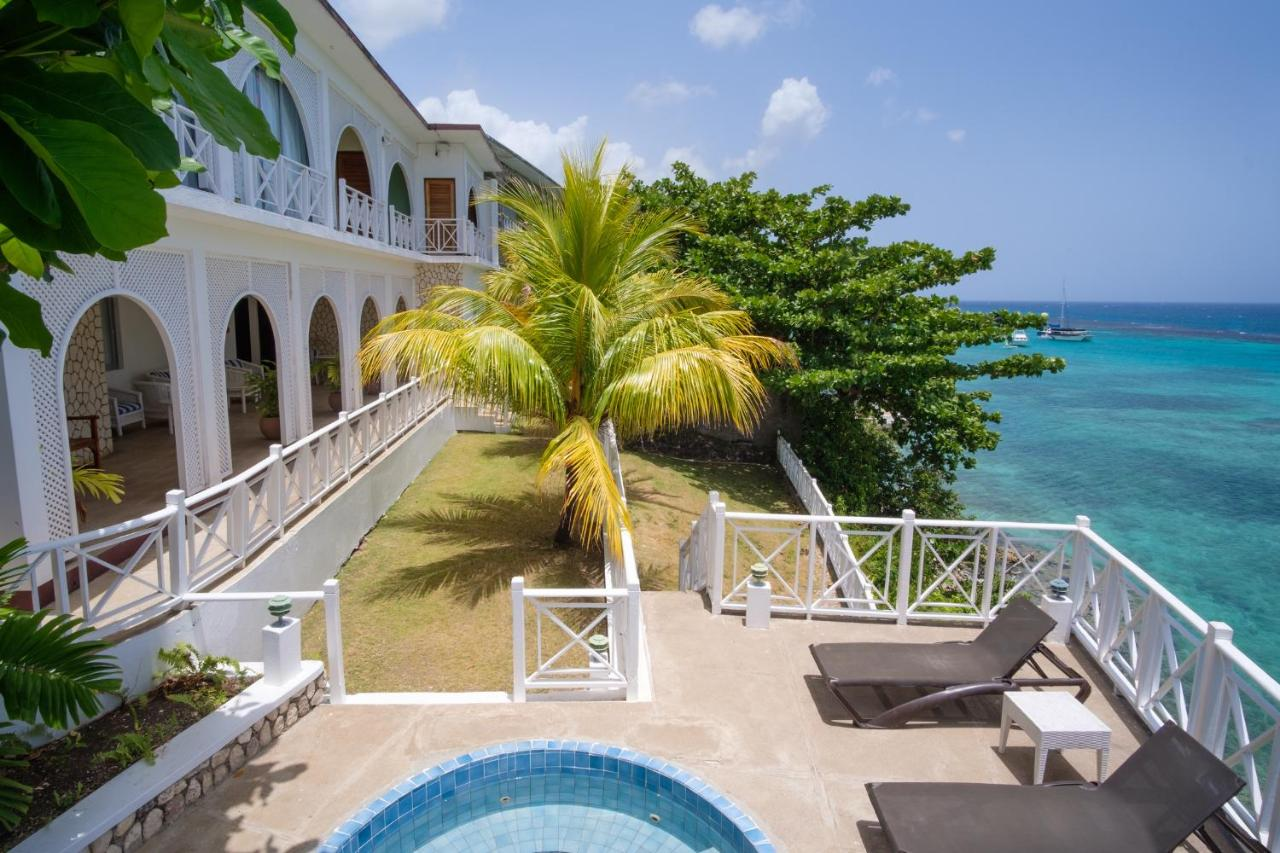 Hibiscus Lodge Hotel in Ocho Rios, Jamaica