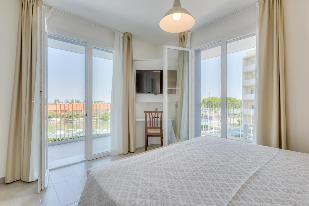 Апартаменты/квартира  Apartaments Suites Ambassador  - отзывы Booking