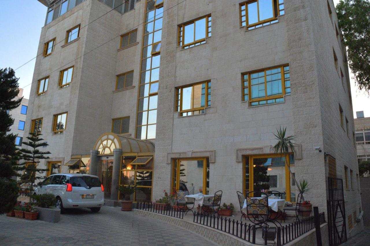 Апарт-отель  Capri Hotel Suites