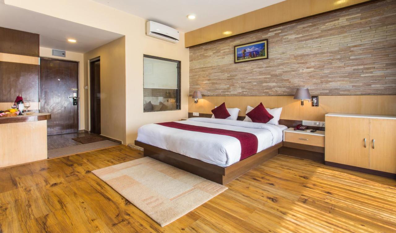 Кровать или кровати в номере Hotel Queens Park