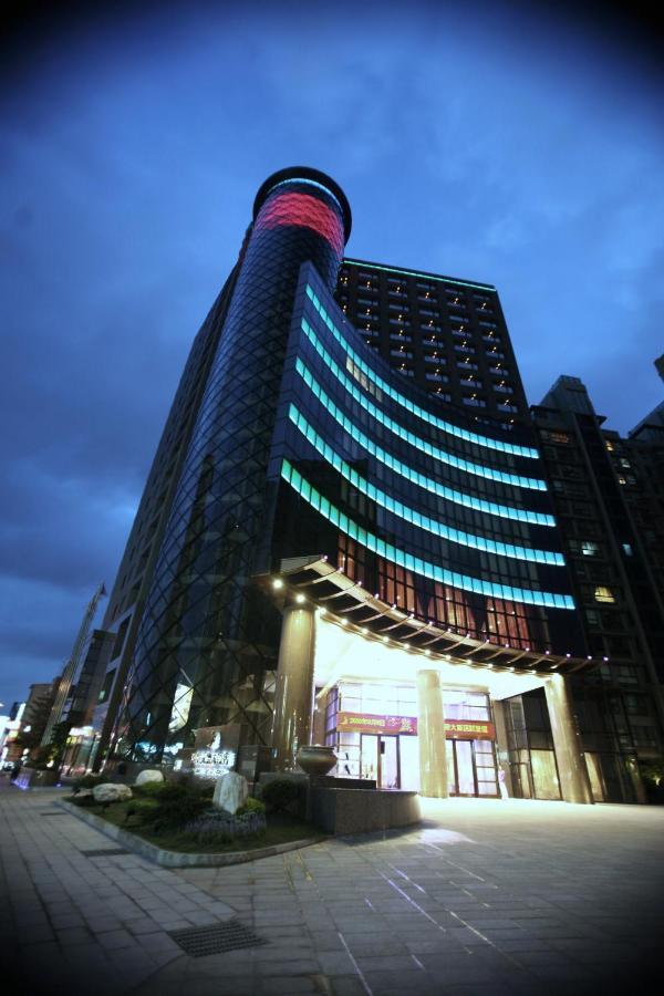 Отель  Monarch Skyline Hotel  - отзывы Booking