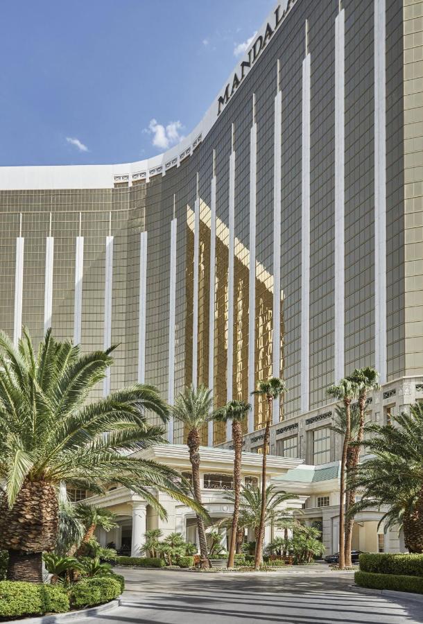 Курортный отель  Four Seasons Hotel Las Vegas  - отзывы Booking
