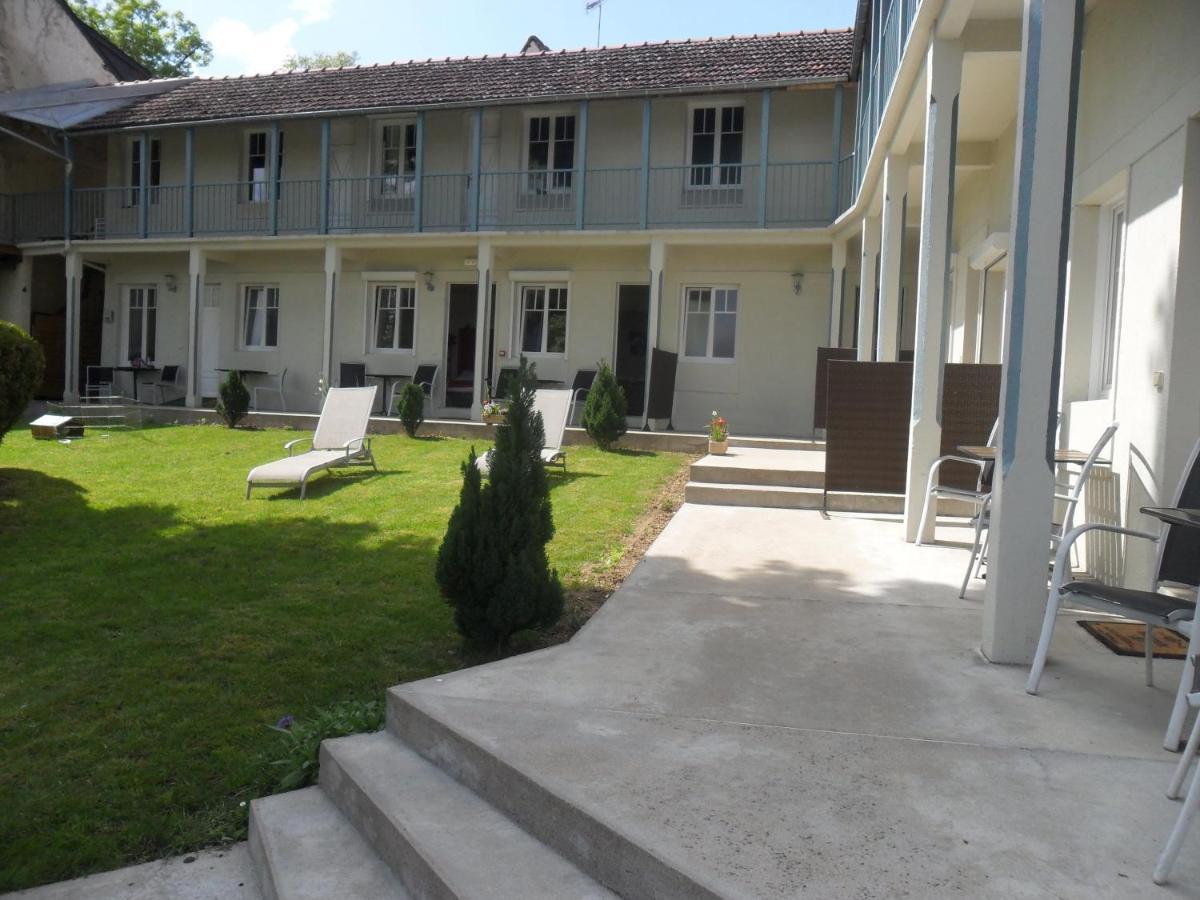 Отель  Hotel La Buissonniere  - отзывы Booking