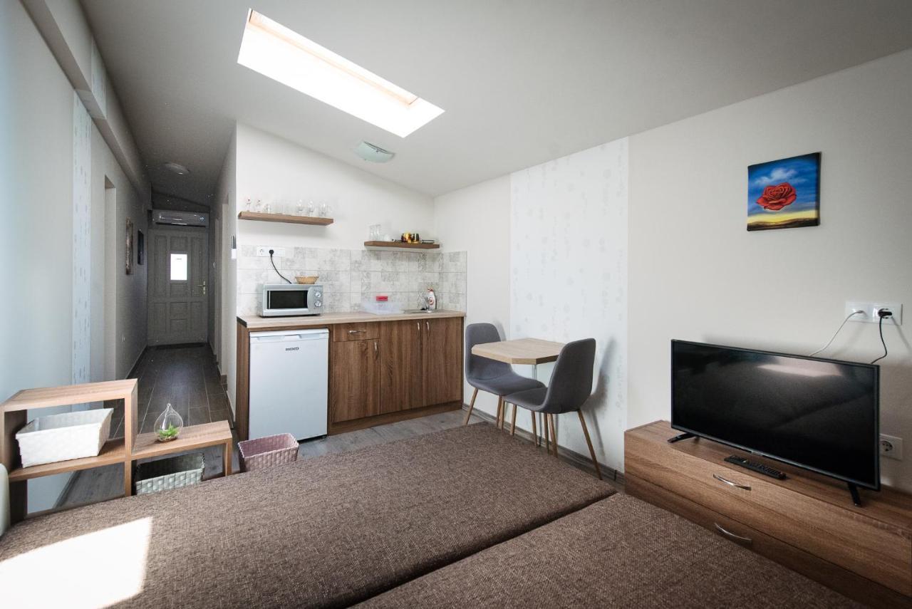 Апартаменты/квартира  Szolid Bohém Apartman  - отзывы Booking