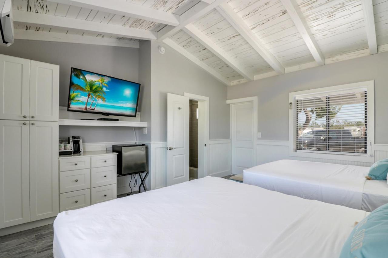 Комплекс для отдыха  Fiesta Key RV Resort Standard Room 4
