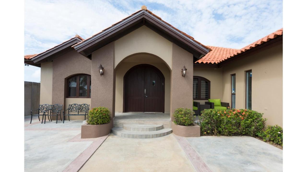 Дом для отпуска  Aruba Palm Beach House