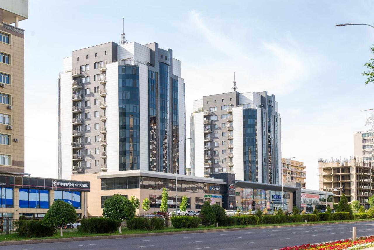 Апартаменты/квартира  Apartment On Kunayeva 38