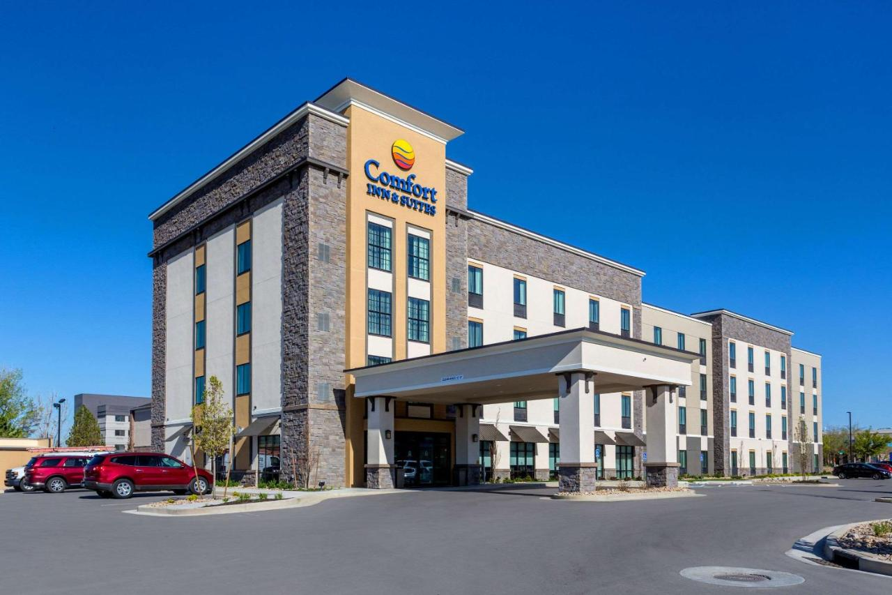Отель  Comfort Inn & Suites Salt Lake City Airport  - отзывы Booking