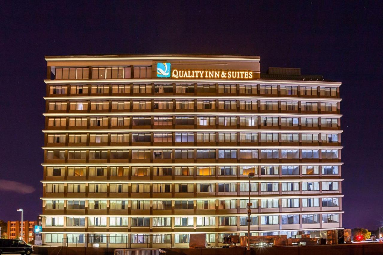 Отель  Отель  Quality Inn & Suites Cincinnati Downtown