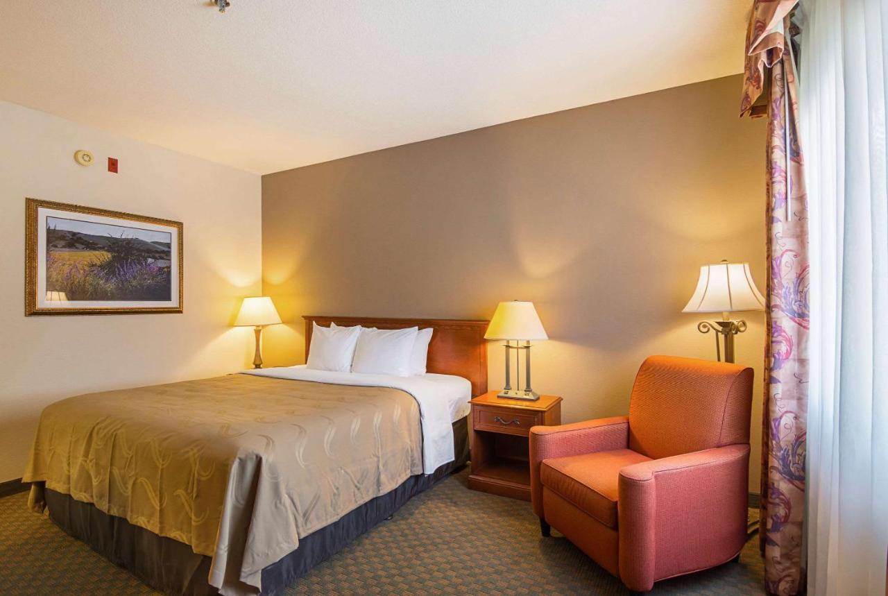 Отель  Quality Inn Fresno Airport