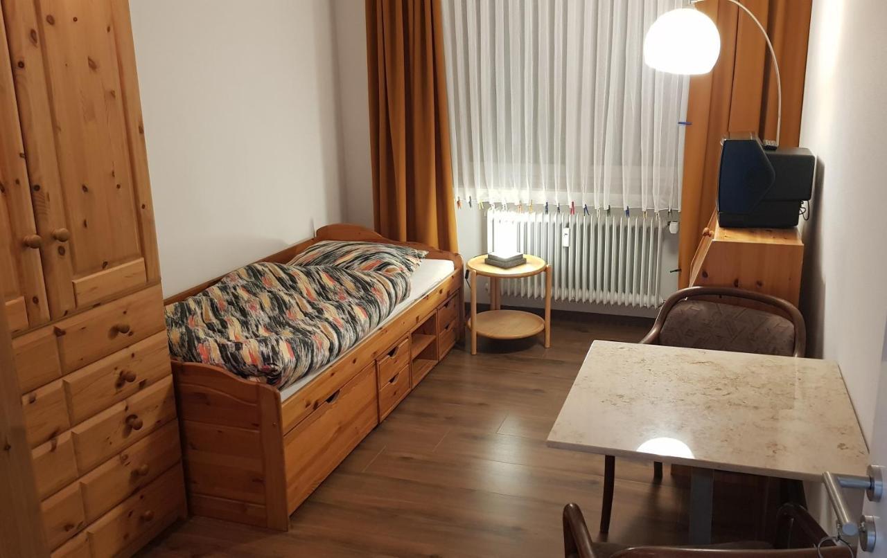 Проживание в семье Zimmer In Frankfurt - Osten