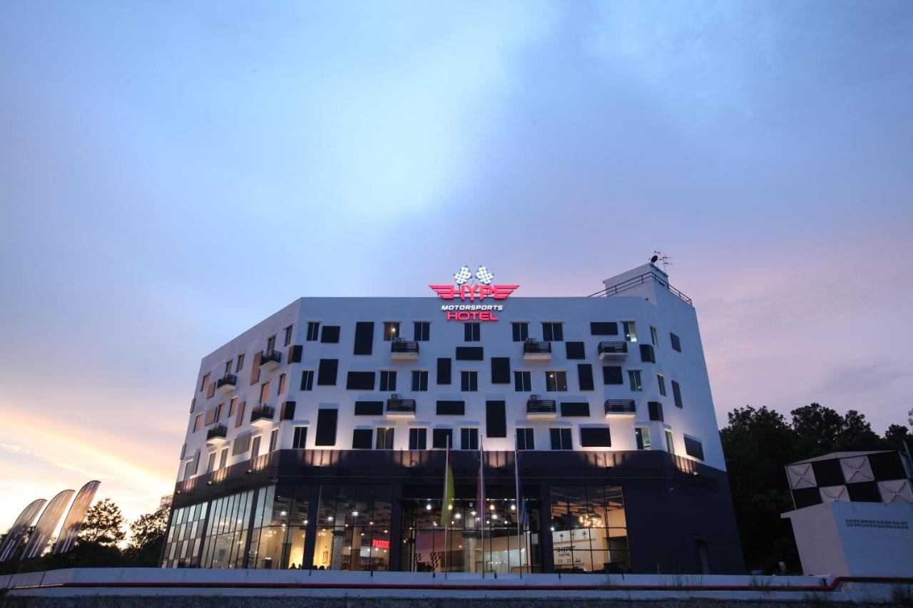 Отель Hype Motorsports Hotel near KLIA - отзывы Booking