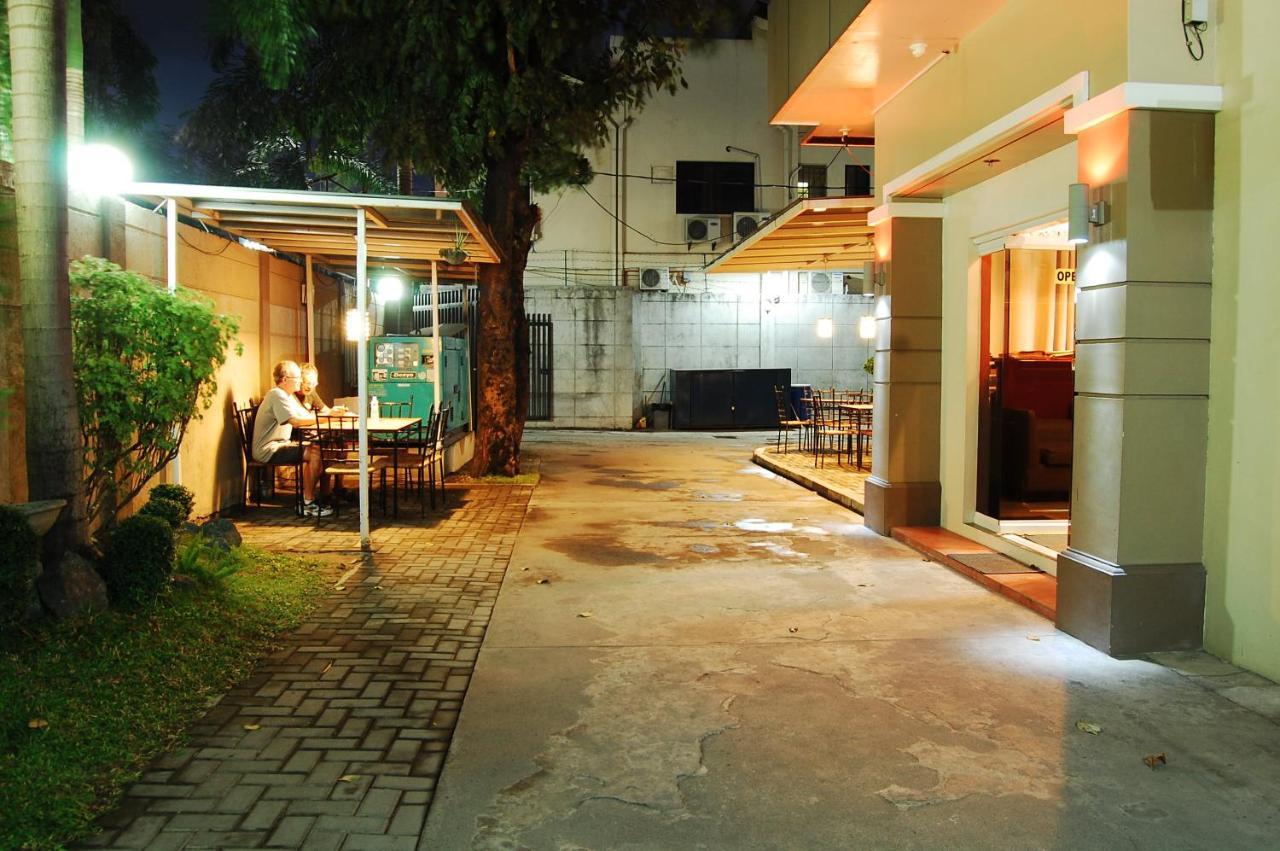Отель  Rumi Apartelle Hotel