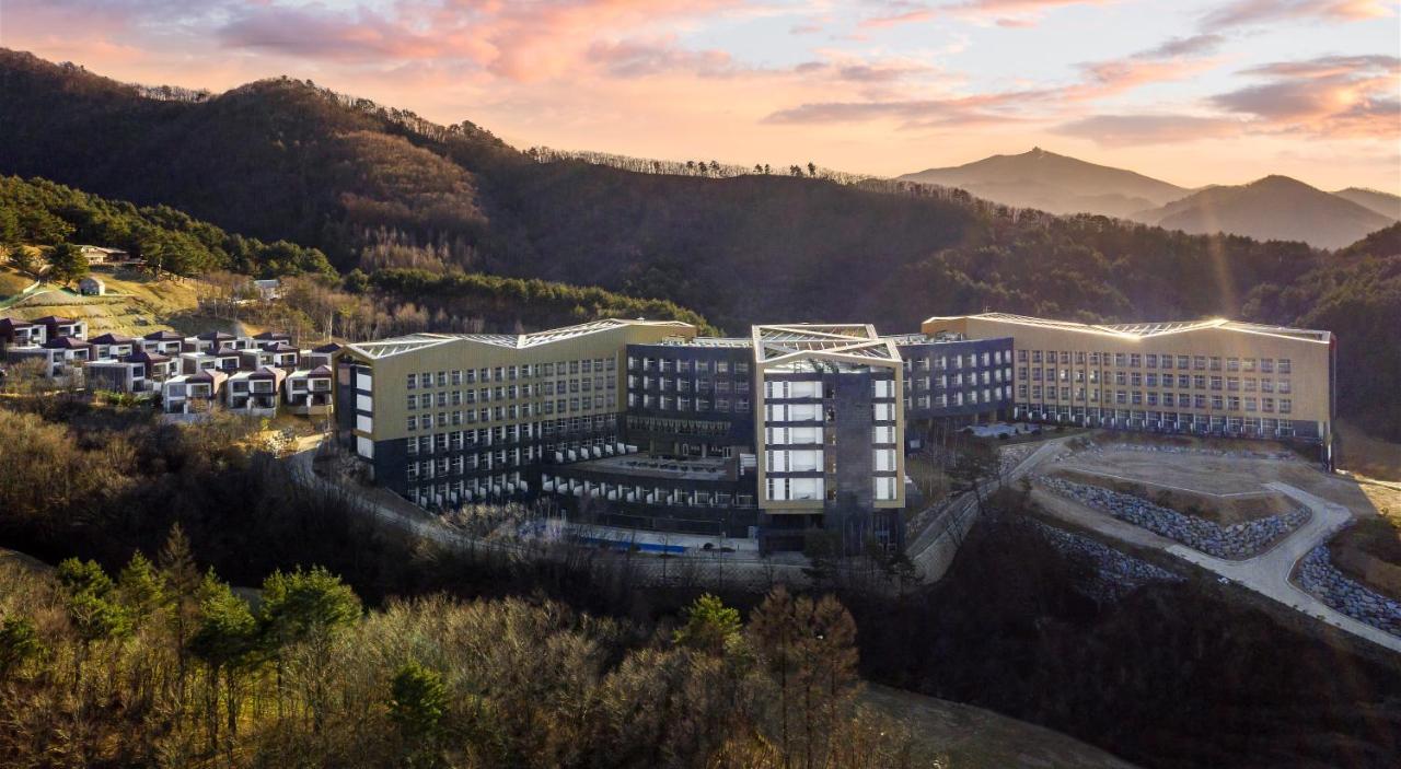 Отель  Pyeongchang Ramada Hotel & Suite by Wyndham  - отзывы Booking